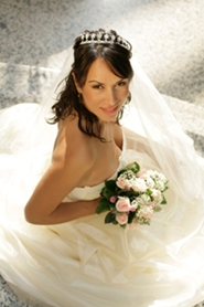 beautiful bride posing with wedding bouquet