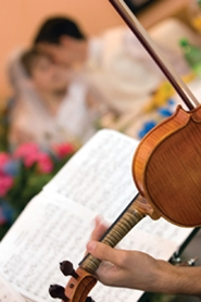 violinist playing dinner music at wedding reception