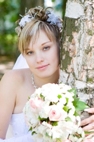 lovely bride posing with bridal bouquet
